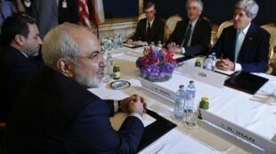 Иранский министр иностранных дел Мухаммед Жавад Зариф и госсекретарь США Джон Керри, Вена, 13 июля 2014 г.