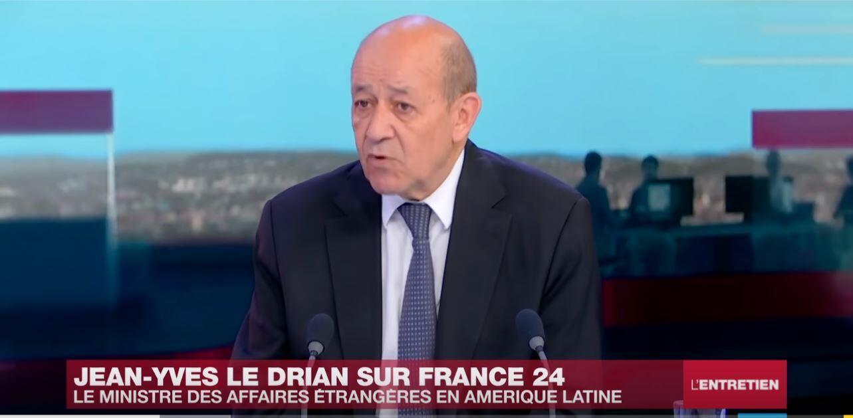 O ministro francês dos Negócios Estrangeiros Jean-Yves Le Drian durante a entrevista com France 24. 27 de Julho de 2018