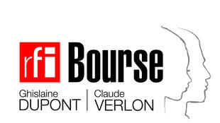 La Bourse sera remise à Kinshasa le 2 novembre, date décrétée par les Nations unies «Journée internationale de la fin de l'impunité pour les crimes commis contre des journalistes» en mémoire de Ghislaine Dupont et Claude Verlon.