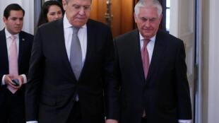 دیدار سرگئی لاوروف و رکس تیلرسون، وزرای امور خارجه روسیه و آمریکا، در مسکو. ۲۳ فروردین/ ۱۲ آوریل ٢٠۱٧