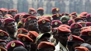 Des membres des Forces armées centrafricaines, lors du discours de la présidente Samba-Panza, en février dernier, en marge duquel un militaire musulman avait été lynché.