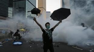 中國官方今天繼續將香港民眾佔中運動定性為非法
