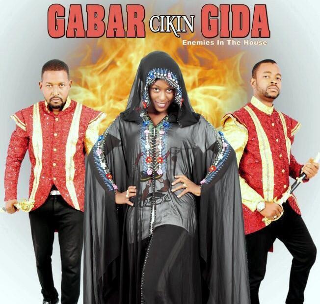 Yakubu Muhammad da Sani Dan ja da Nafisa Abdullahi a cikin shirin Gabar cikin gida