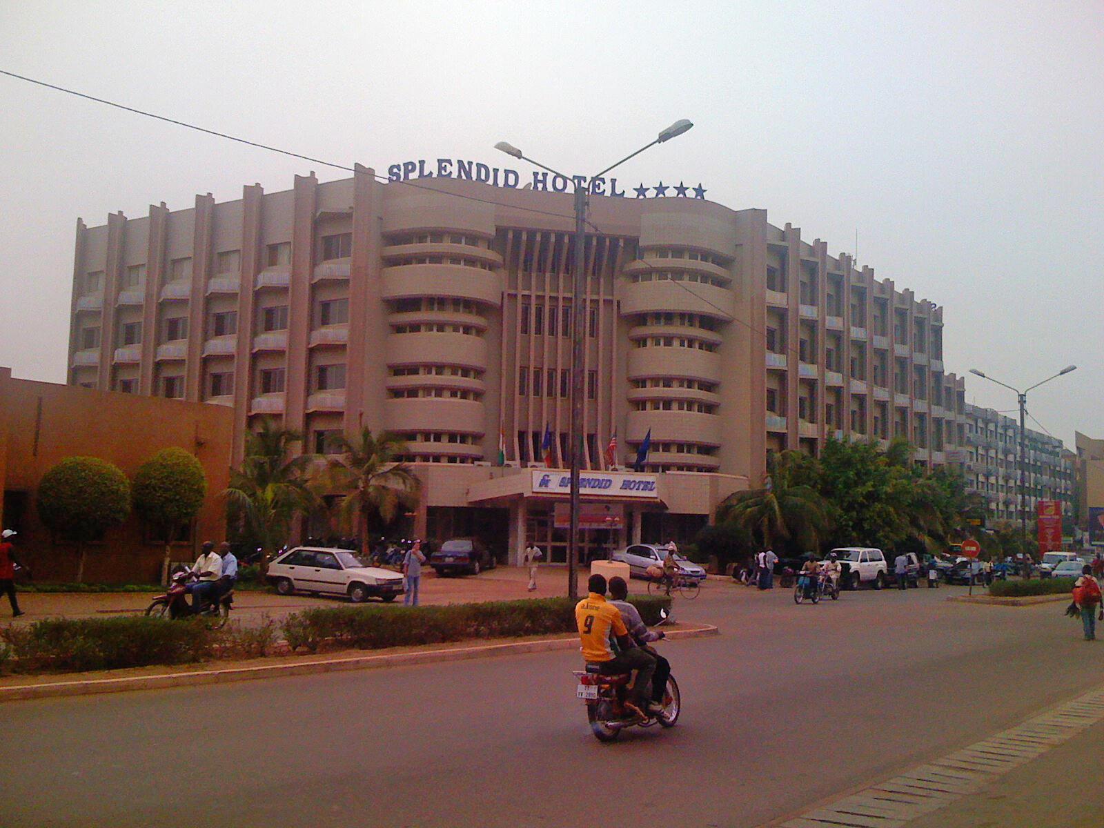 Le Splendid Hôtel à Ouagadougou est fréquenté par les Occidentaux et les personnels onusiens.
