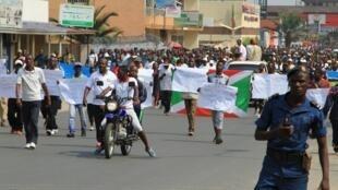 Les manifestants, à l'appel du gouvernement, sont descendus dans la rue pour protester contre les «actes d'agression» du Rwanda voisin, à Bujumbura, le 13 février 2016.