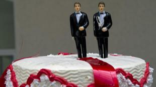 Un gâteau de mariage pour un couple homosexuel.