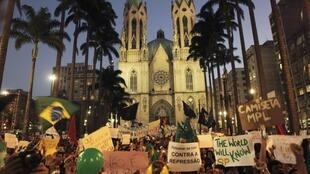 Manifestação na praça da Sé em São Paulo, 18 de junho de 2013.