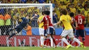 Gol de David Luiz no segundo tempo da quarta de final entre Brasil e Colômbia, em 4/7/2014.