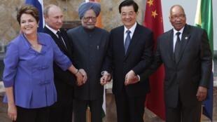 Líderes dos BRICS após reunião neste ano. Sua participação no orçamento mostra mudança nas finanças mundiais