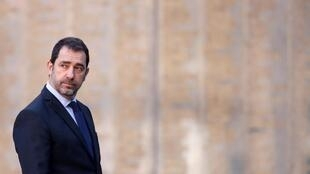 O ministro francês do Interior, Christophe Castaner, relança debate sobre sistema de cotas para migrantes.