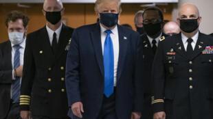 戴口罩的美国总统