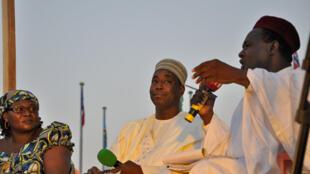 Les invités de l'émission sur le bilan du cinquantenaire des Indépendances : Derby Matibey Ndmdam, Enock Nodjigoto et Abakar Ali Imam,