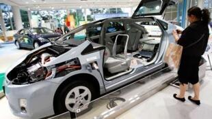 Modelo Toyota Prius que serviu para testar condução sem motorista.