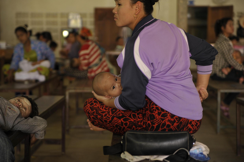 Salle d'attente de la clinique pour migrants en Thaïlande
