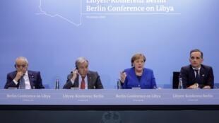 O enviado especial do ONU Ghassan Salame, o Secretário-geral da ONU Antonio Guterres , Angela Merkel chanceler da Alemanha e o ministro dos Negócios Estrangeiros alemão Heiko Maas durante a cimeira de Berlim.19 de Janeiro 2020
