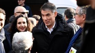 Le secrétaire du Parti socialiste français (PS), Olivier Faure (centre) assiste à une manifestation à Paris, le 17 décembre 2019, pour protester contre le projet de la réforme de retraites.
