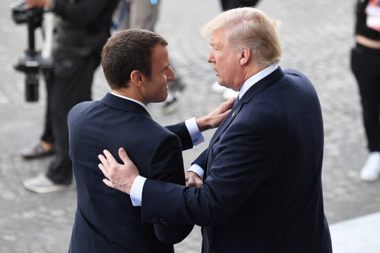 Presidentes francês e americano juntos no desfile militar do Dia da França em Paris a 14 de Julho de 2017.