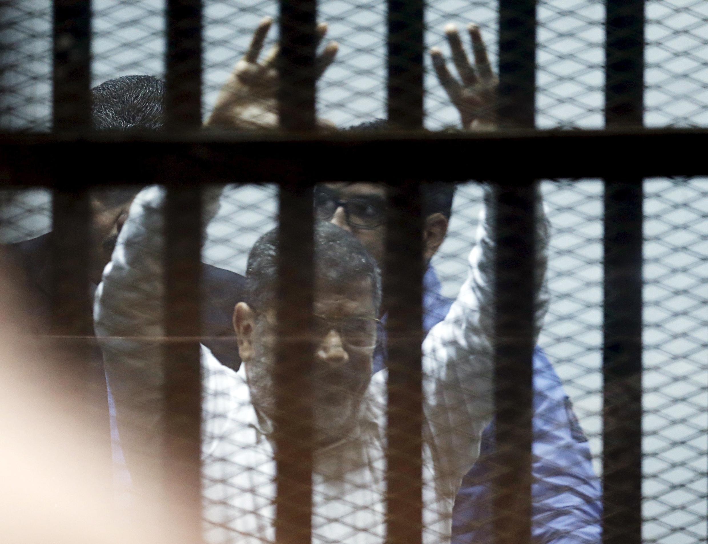 محمد مرسی در یک دادگاه کیفری مصر به  ٢٠ سال زندان محکوم شد