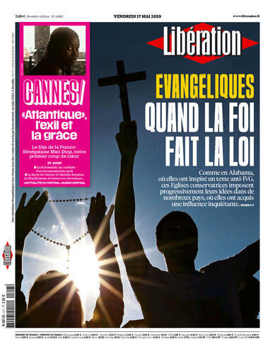 """Capa com a reportagem especial de Libération sobre os evangélicos no mundo: """"quando a fé faz a lei""""."""