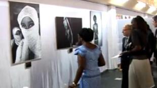 Une vue de l'exposition des photos d'artistes Africains au Palais des Arts de Bujumbura au Burundi.