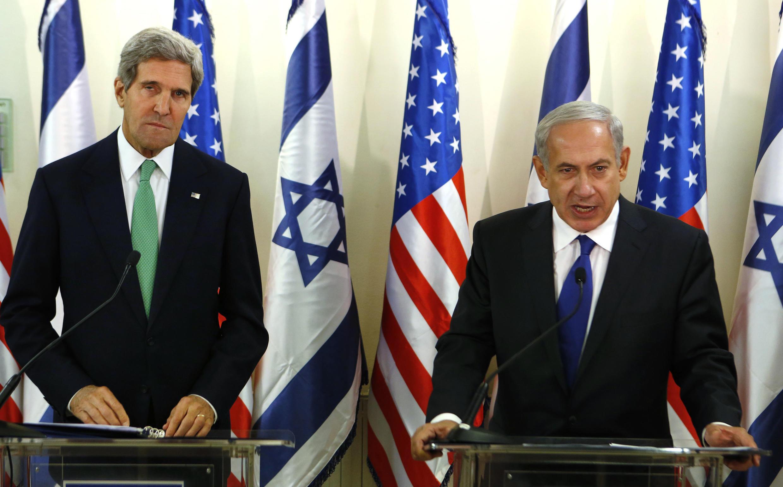 Госсекретарь США Джон Керри и премьер-министр Израиля Беньямин Нетаньяху на пресс-конференции, 15 сентября 2013.