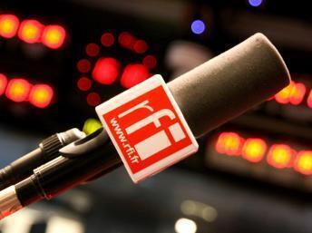 RFI - micro en studio RFI - Issy-les-Moulineaux