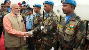 印度總理莫迪在以色列海琺近照