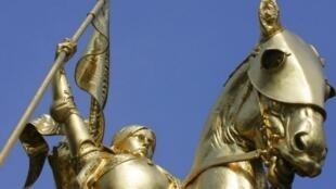 Statue de Jeanne d'Arc de la place des Pyramides à Paris, commandée au lendemain de la défaite de 1870.
