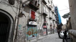 No bairro histórico de Nápoles. A cidade continua confinada, neste domingo 29 de novembro, para desespero de seus comerciantes.