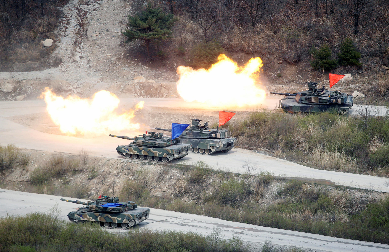 Một cuộc tập trận cung Mỹ - Hàn Quốc gần khu phi quân sự giữa hai miền Triều Tiên, ngày 21/04/2017.