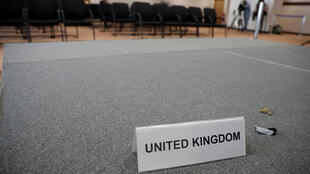 Bảng tên nước nằm chỏng chơ tại một phòng họp, ngày thứ hai thượng đỉnh châu Âu, Bruxelles, 29/06/2016.