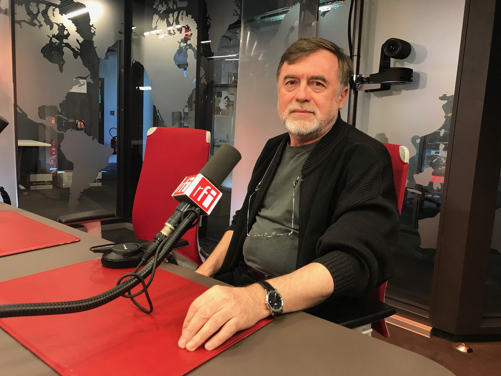Matéi Visniec é poeta e dramaturgo romeno radicado na França. Tem pelo menos 30 peças publicadas no Brasil, dezenas delas montadas em palcos de todo o país.