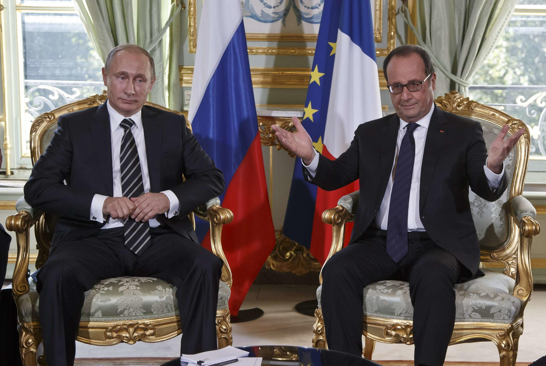 Владимир Путин и Франсуа Олланд во время двусторонних переговоров в Париже, 2 октября 2015 г.