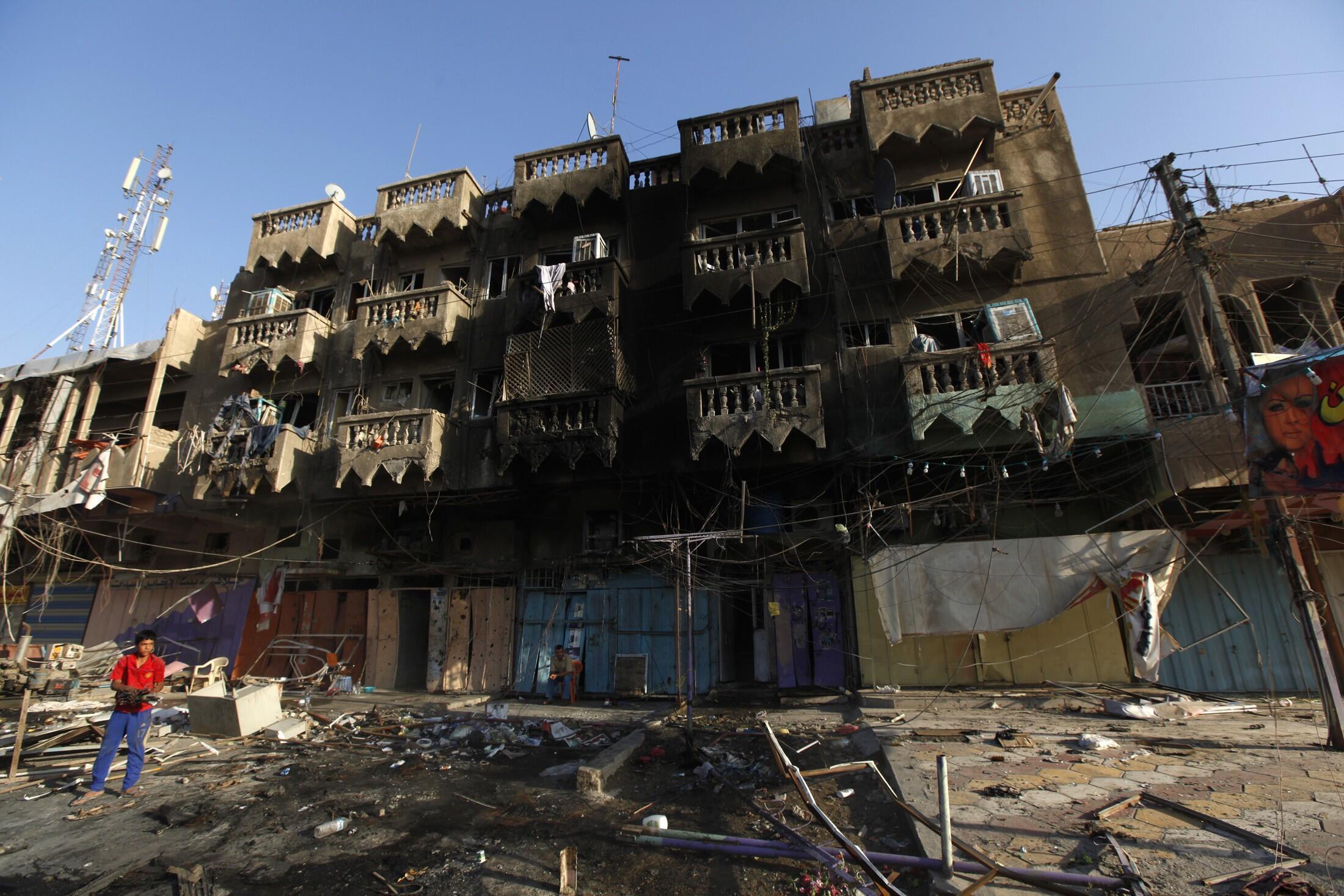 Место одного из терактов в районе Шааб в Багдаде