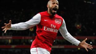 En 2012, Thierry Henry effectue un bref retour en prêt à Arsenal. Pour sa première entrée en jeu, il marque avec sa «spéciale», le 9 janvier.
