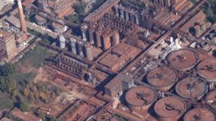Vista aérea da usina da empresa MAL (Magyar Alumínium), responsável pelo vazamento tóxico.
