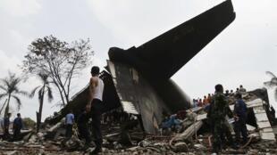 Hiện trường tai nạn máy bay quân sự C-130 hercules ngày 30/06/2015 tại Medan, Indonesia.