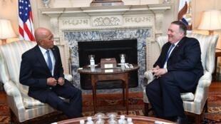 菲律宾国防部长洛伦扎纳到访华盛顿与美国国务卿蓬佩奥(右)会晤    2018年9月20日