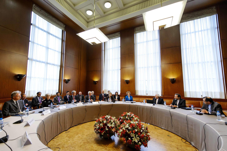 Representantes do G5+1 se reúnem em Genebra com o ministro iraniano das Relações Exteriores, Mohammad Javad Zarif