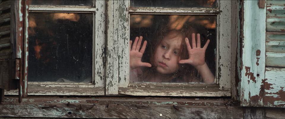 """No curta paranaense """"Tarântula"""", uma mãe e duas filhas vivem em uma casa com aranhas."""