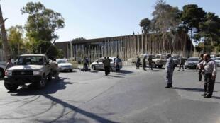 Les membres de la garde présidentielle devant le Parlement, Tripoli, Libye, le 4 mai 2014.