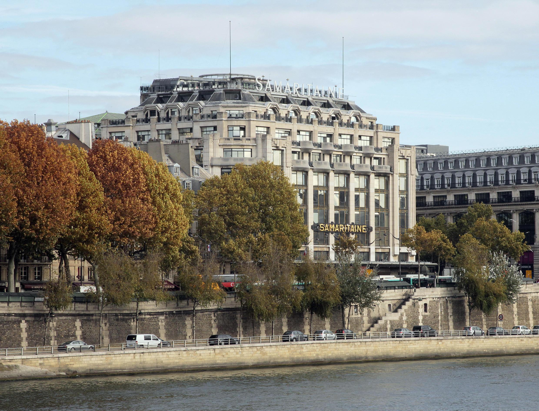 Le bâtiment du mythique grand magasin de la Samaritaine est situé entre la rue de Rivoli et la Seine, dans le Ier arrondissement de Paris.