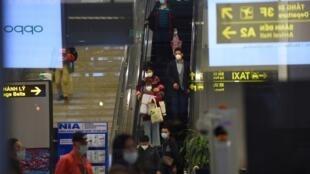 ۷۰ دانشجوی ایرانی، که روز سهشنبه ۴ فوریه، ووهان چین را ترک کرده بودند، روز چهارشنبه ۵ فوریه، به ایران وارد شدند. مقامات ایران میگویند هیچ موردی از شیوع بیماری ناشی از ویروس کرونا در ایران مشاهده نشده است.