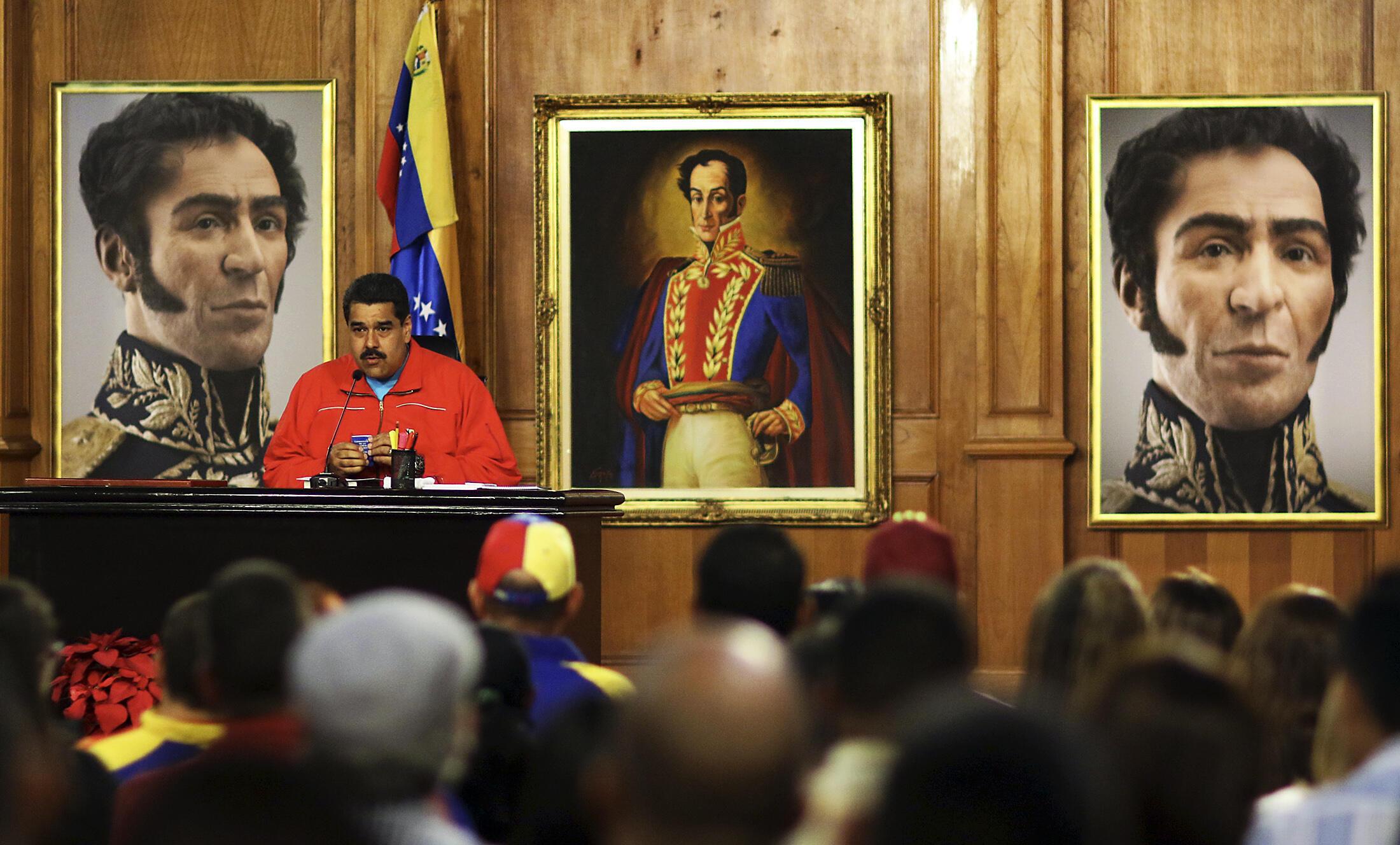 Conférence de presse du président vénézuélien Nicolas Maduro après l'annonce des résultats. Caracas, dans la nuit du dimanche au lundi 7 décembre 2015.