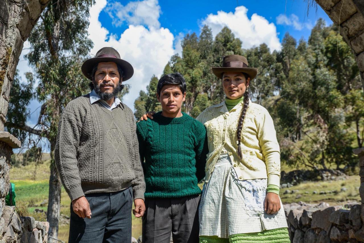 Amiel Cayo, Junio Bejar-Roca y Magaly Solier, los protagonistas de la película 'Retablo'.