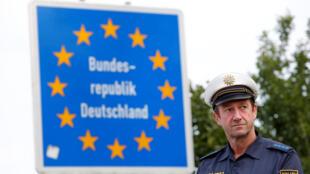 Checkpoint na estrada entre a fronteira austríaca e alemã em Kirchdorf am Inn, Alemanha 18 de julho de 2018.