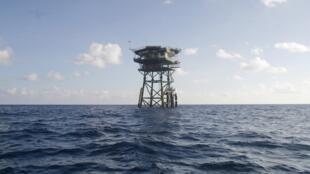 Một vọng gác của Việt Nam giữa biển khơi tại khu vực quần đảo Trường Sa.