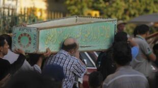 مراسم تشیع جنازه یک تن از قربانیان حمله روز گذشته در جنوب قاهره