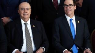 Henrique Meirelles, ministro da Economia do Brasil, e Steven Mnuchin, secretário do Tesouro dos Estados Unidos, em 19 de março de 2018.