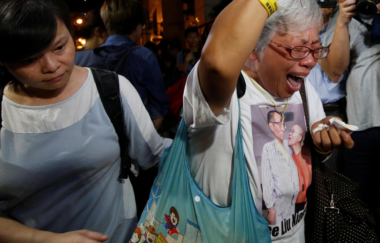 Une activiste pro-démocratie visiblement très touchée par la mort de Liu Xiaobo. Hong Kong, le 13 juillet 2017.